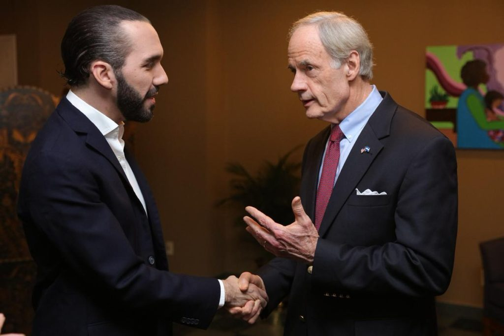 Nayib Bukele y Tom Carper