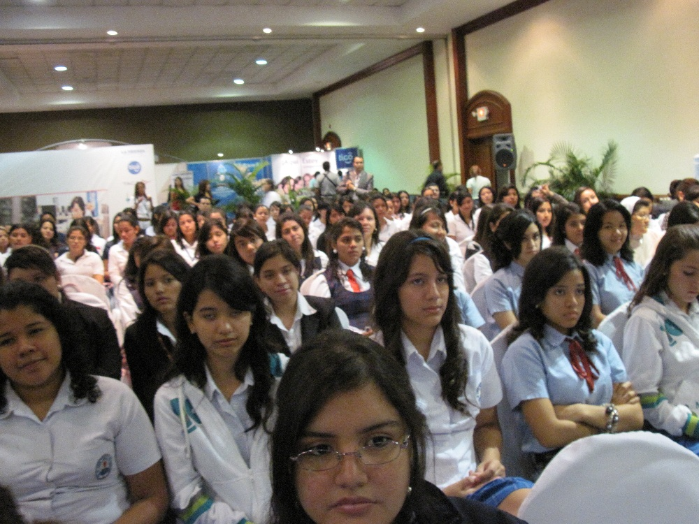 Chicas digitales en el evento Digigirlz El Salvador